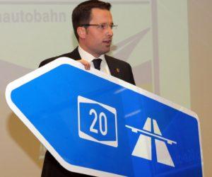Schild A20 mit Kai Seefried